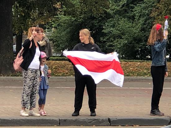 """Минск заполонили сторонники Лукашенко: таксисты отказываются везти """"бузотеров"""""""