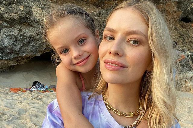 Веселые конкурсы и батут с единорогами: как Елена Перминова отметила день рождения дочери