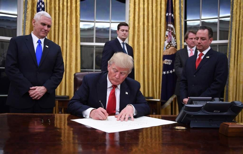 Приговор Порошенко лёг Трамп…