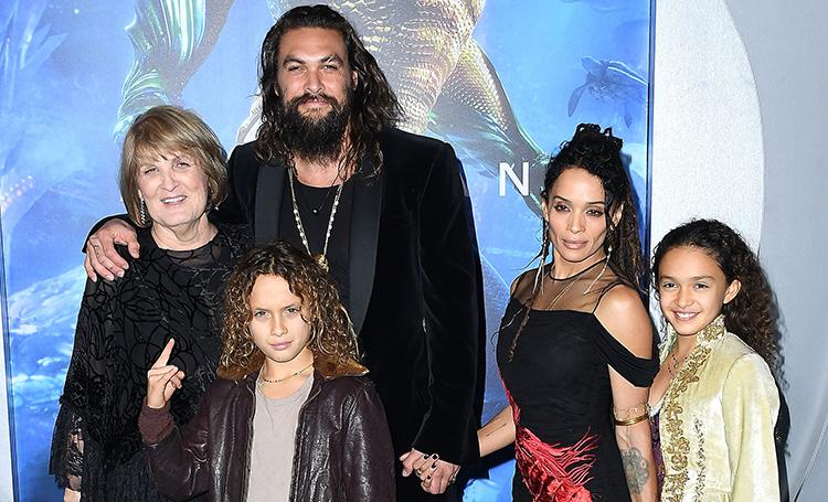 """Лиза Боне с детьми и мать Джейсона Момоа поддержали его на премьере """"Аквамена"""""""