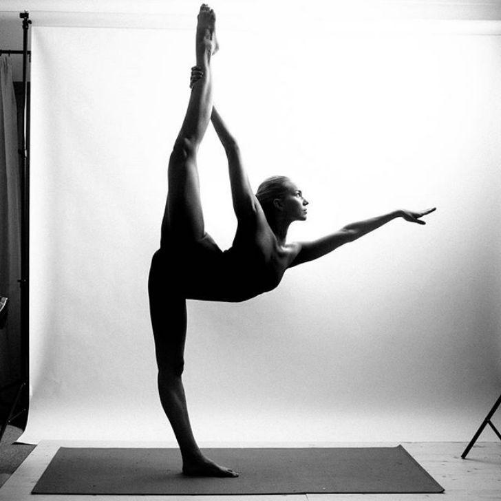 Голая йога черно-белые фото — pic 1