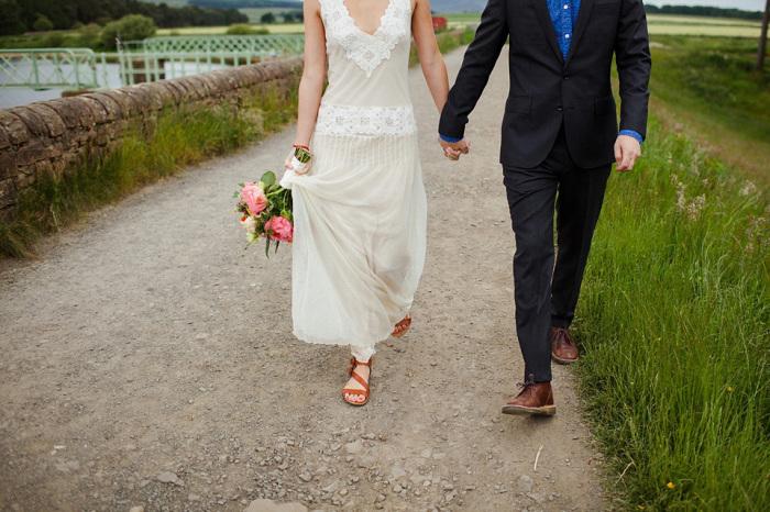 Запрет на посещение туалета, плевок в лицо невесте и еще 5 странных свадебных обычаев со всего мира