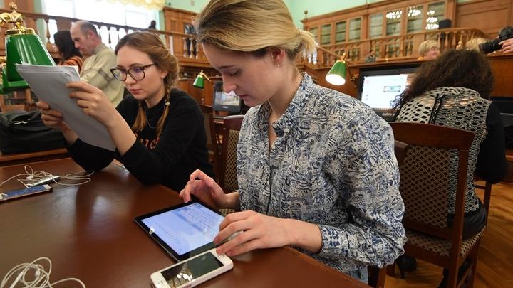 Без указки: Должны ли учителя в соцсетях быть скромнее бухгалтеров