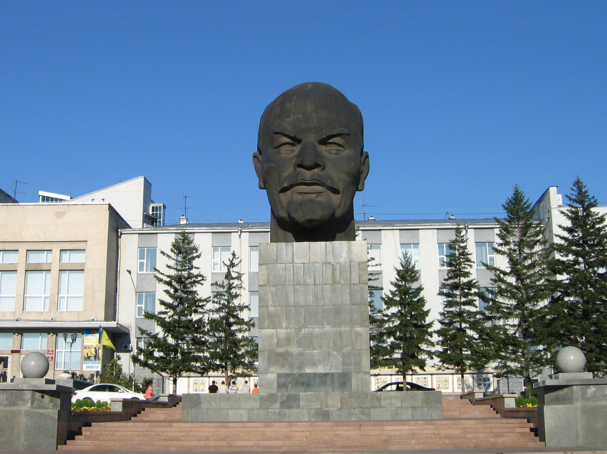 "Кому памятник Ленина? ""Кому …"