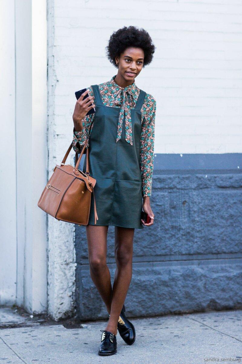 С чем носить блузку с цветочным принтом, чтобы получился гармоничный образ