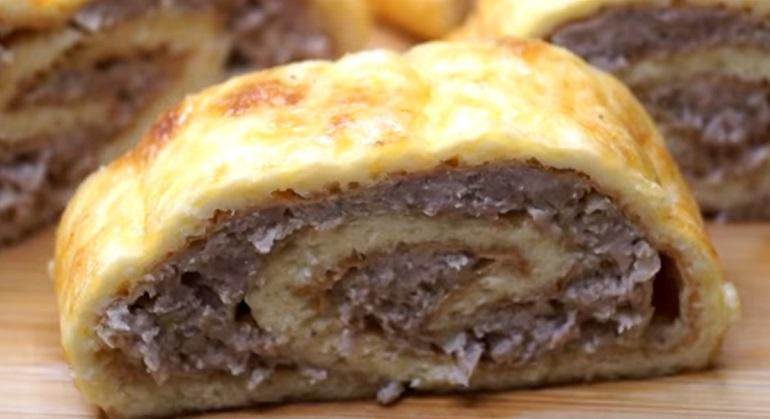 Мясной рулет в сырном тесте: нереальная вкуснятина из фарша
