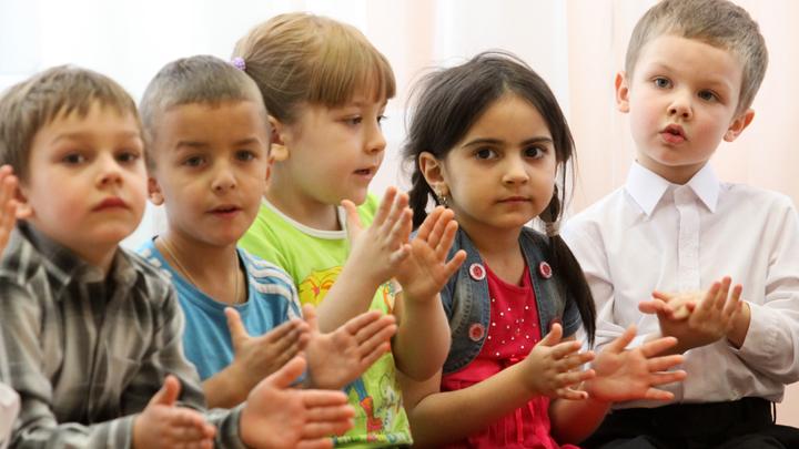 «И пригрозил Иванушку-дурачка на кол посадить»: Воспитателя уволили за рассказ «о пытках» в сказках для малышей россия
