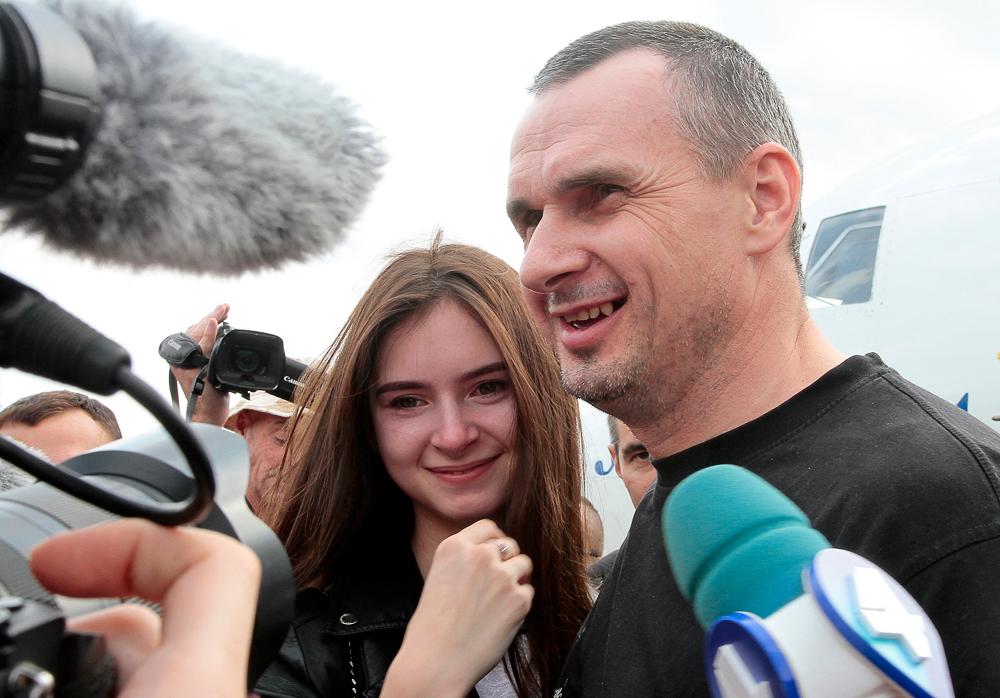 «Украина вернула домой пленных, Россия — заключенных»: что говорят об обмене между Россией и Украиной