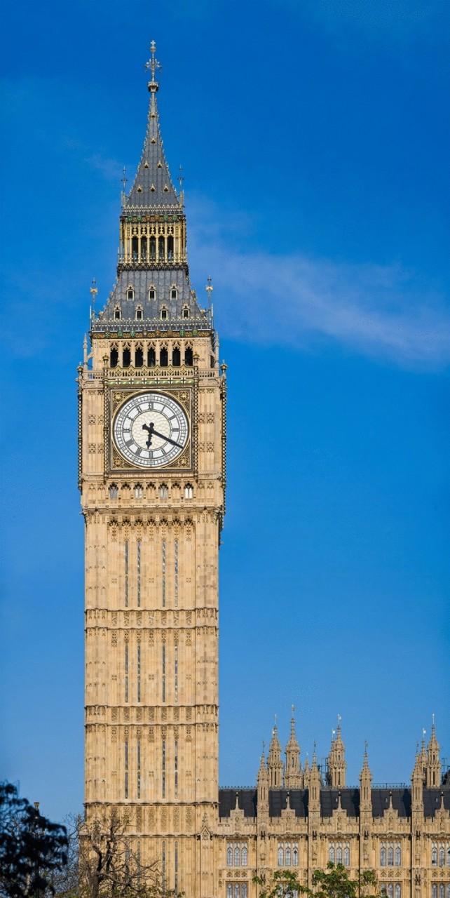 10 самых знаменитых часовых башен в мире