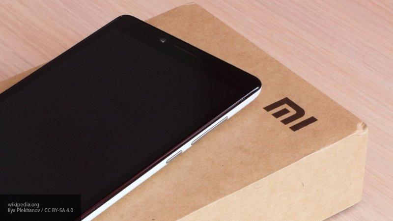 Xiaomi представила беспроводную автомобильную зарядку для смартфонов