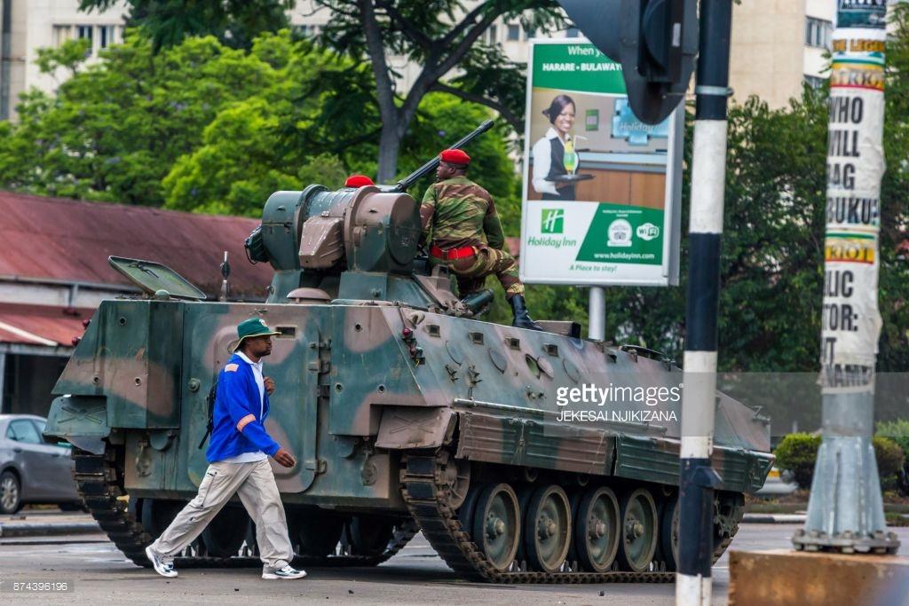 В Зимбабве свергают людоеда Мугабе (фото).