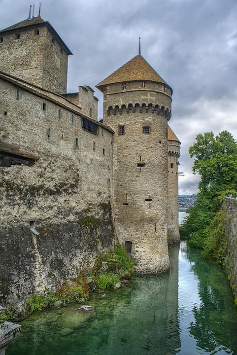 В Швейцарии сохранилось довольно много замков - как память о далеком военном прошлом