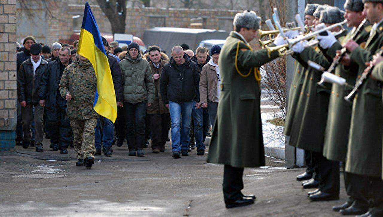 Патриотизм на исходе: украинцы не хотят идти в армию