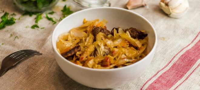 Солянка из квашеной капусты со свининой, колбасой и беконом - рецепт пошаговый с фото
