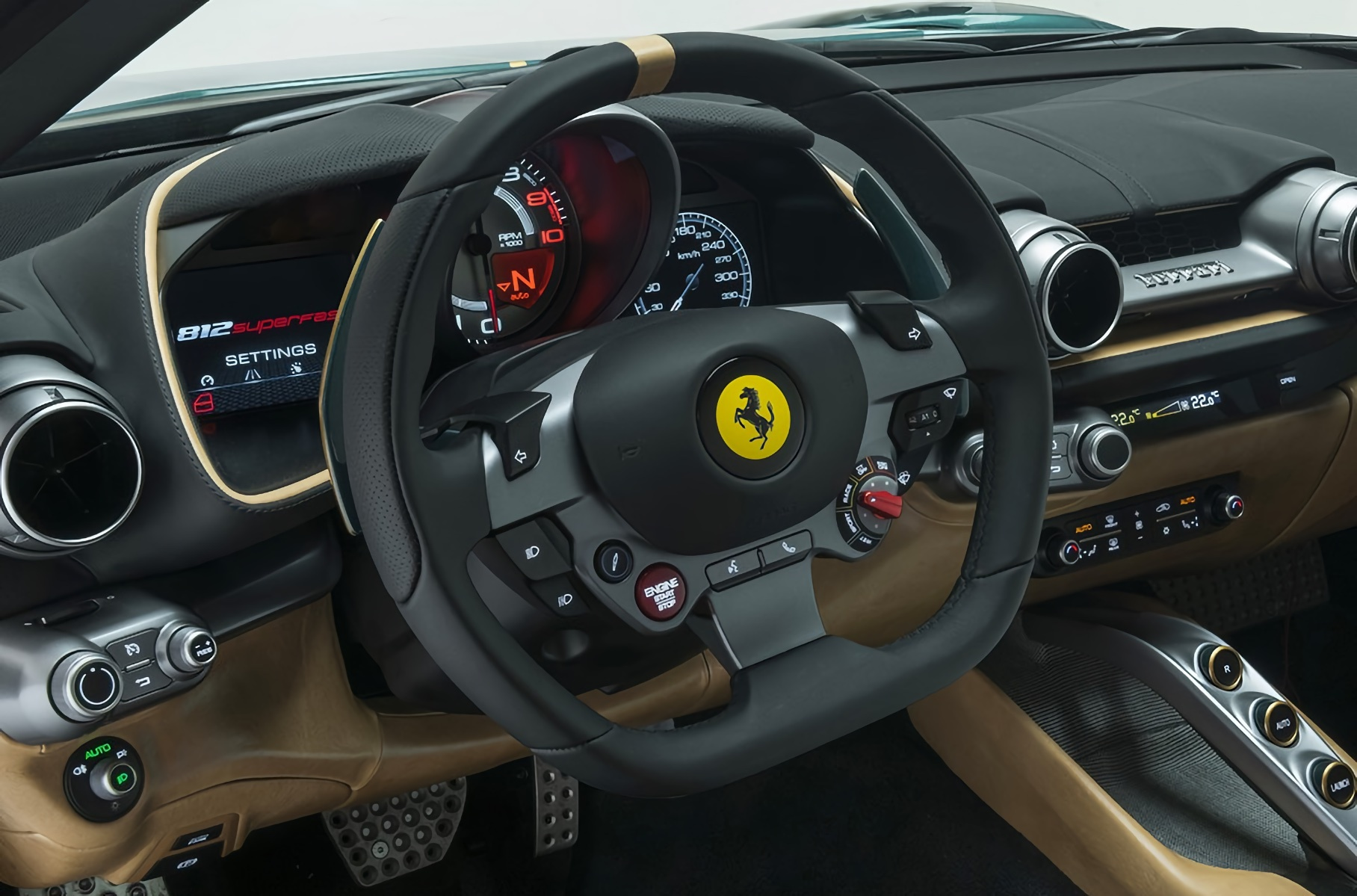 Ferrari 812 Superfast украсили винтажной кожей и шерстью Новости
