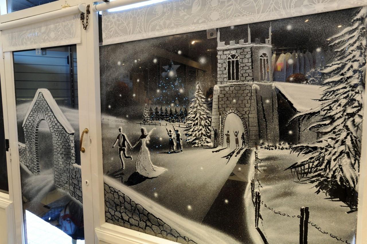 Нарисовать зимние картинки на окна