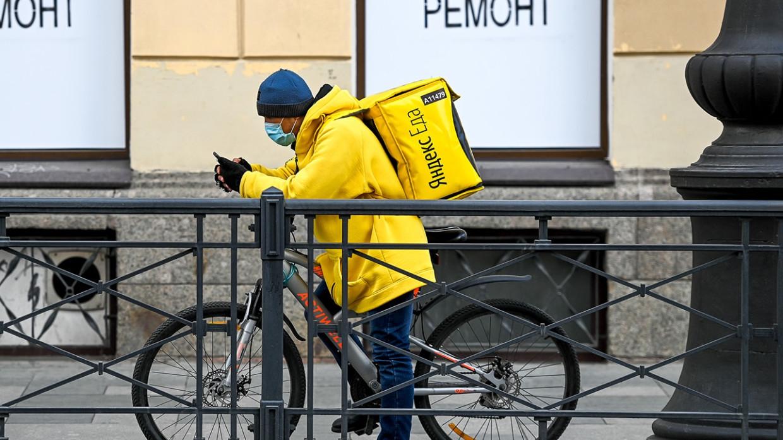 Полиция в Новосибирске разыскивает избившего курьера водителя Mercedes Происшествия