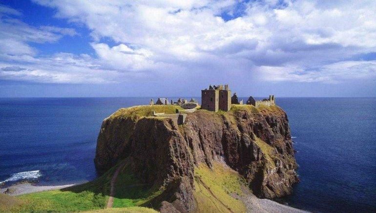 Самый неприступный шотландский замок замка, замок, Данноттар, который, можно, Шотландии, замке, построили, сложно, через, позже, первых, котором, попасть, сооружение, чтобы, вершине, замку, только, крепости