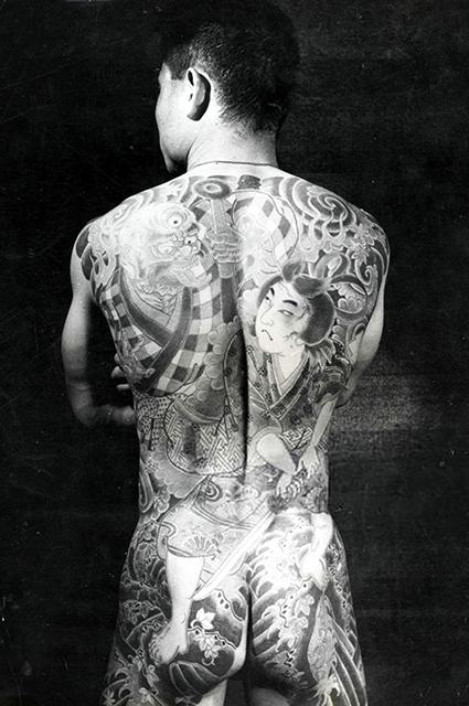 От клейма к символу самовыражения: как дизайнеры реабилитировали татуировки и сделали их модными Звездотренды