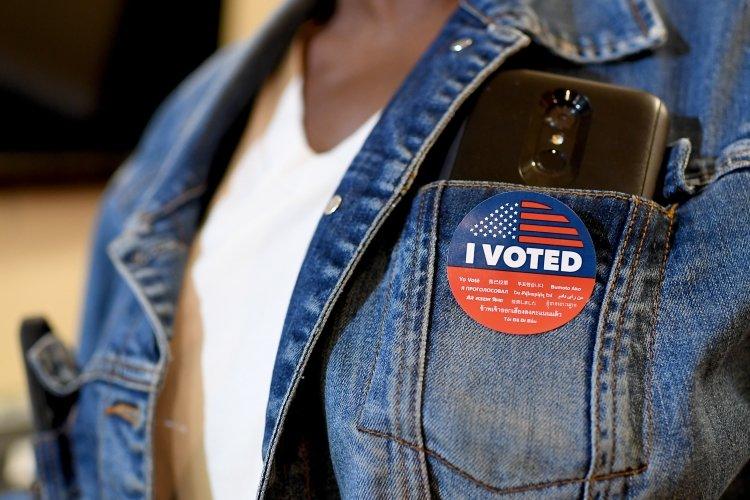 Около 39% граждан пришли на выборы в США, чтобы выразить недоверие Трампу — CNN