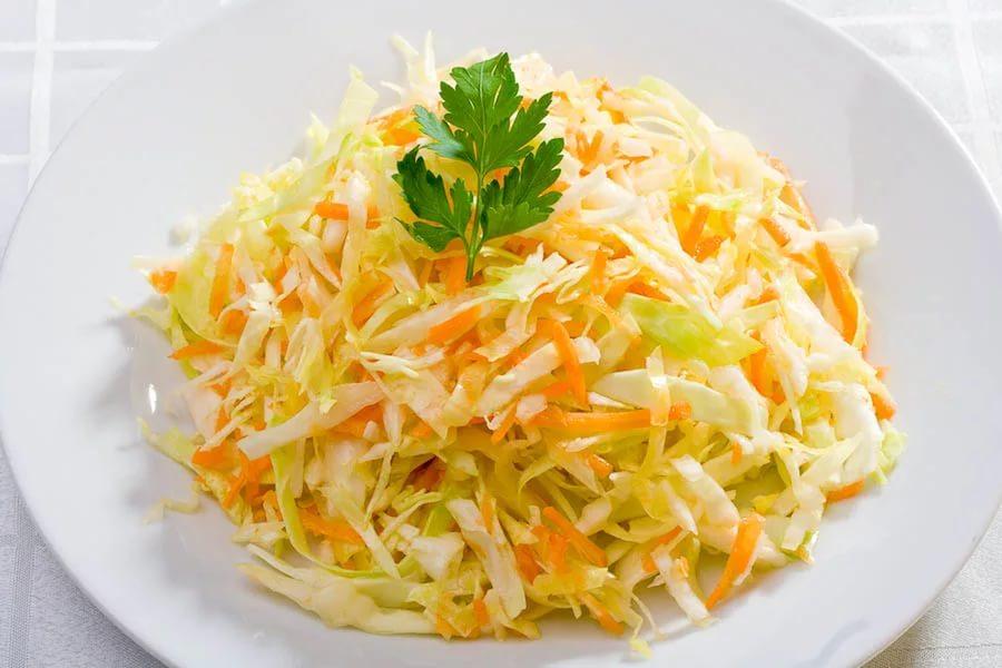 Готовим идеальный салат из капусты: 3 варианта заправки