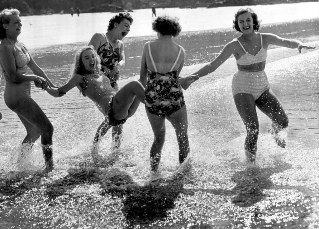 Безудержное веселье наших бабушек и дедушек в молодости. Фото, которые доказывают, что наши старики действительно были крутыми