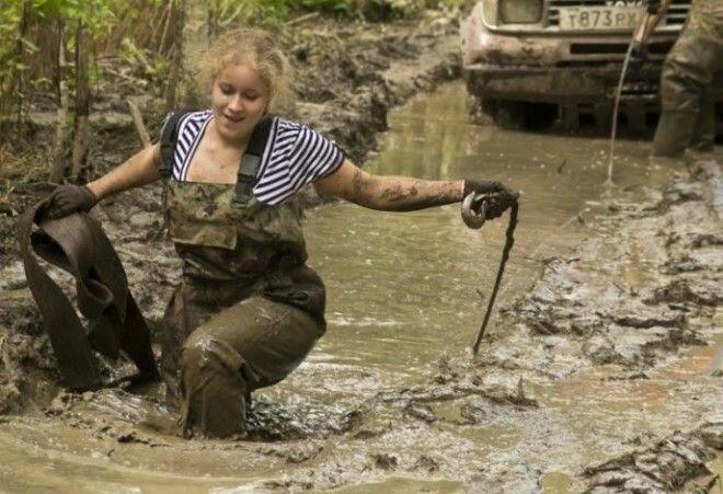 И из грязи вытянут женщины, интересное, папы, сильный пол, смешные картинки, фото, юмор