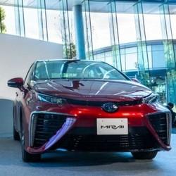 Новый автомобиль Toyota Mirai, работающий на водороде