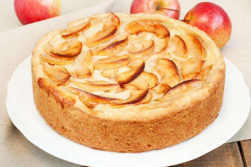 Небанальный яблочный пирог с плавленым сыром и коричневым сахаром