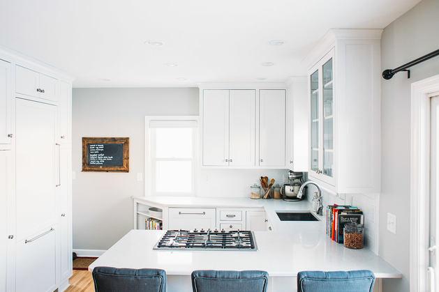 Кухня в цветах: бирюзовый, серый, светло-серый. Кухня в стиле скандинавский стиль.