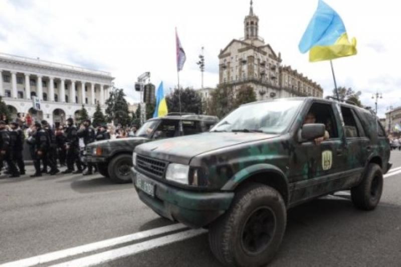 Украинцы всегда голосуют за халяву. Социологи уточнили, сколько патриотов мечтают про ЕС и НАТО