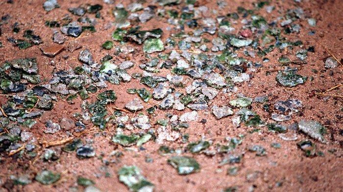 Осколки тринитита в Нью-Мехико в районе полигона интересное, минералы, последствия, ядерный взрыв