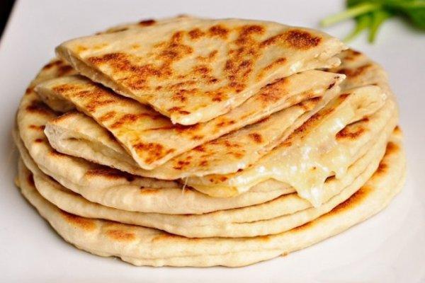 Хачапури с сырной начинкой сулугуни