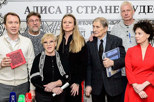 Чулпан Хаматова, Мария Миронова, Алиса Фрейндлих и другие на чаепитии фонда