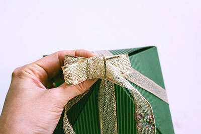 Упаковать большой подарок в Москве 📦, срочно, недорого