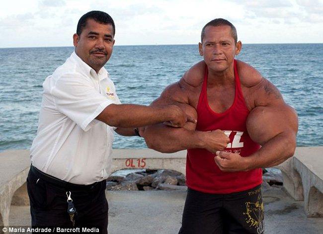 Самые большие бицепсы в мире