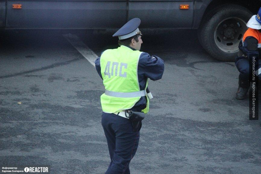 Два человека пострадали в столкновении Toyota и грузовика в Хабаровском крае