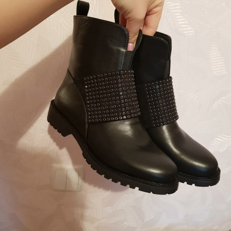 3 антитрендовые пары обуви, которые стали признаком дурного вкуса в 2020 году
