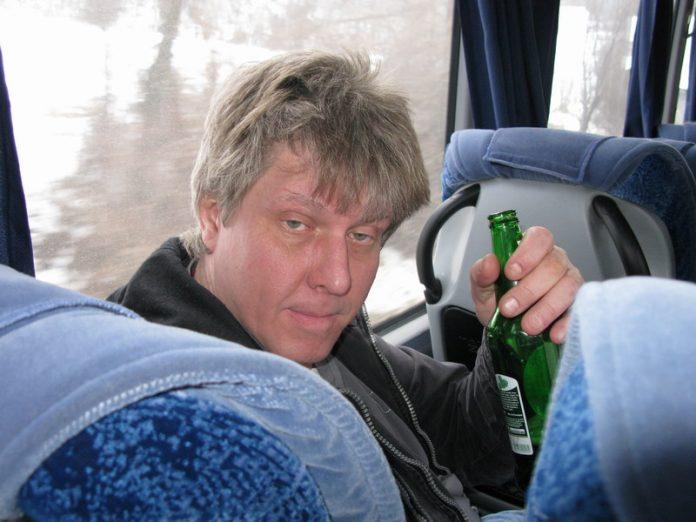 Пьяный зашел в автобус. То, …