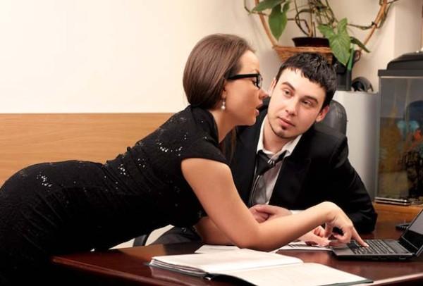 У моего мужа служебный роман...Подумывает возобновить с ней отношения.
