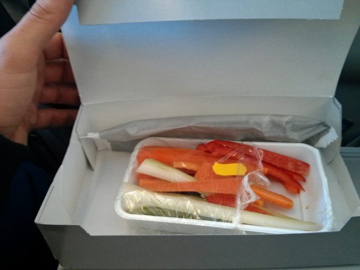 18 человек, которые просто хотели поесть в дороге еда,лайнер,самолет