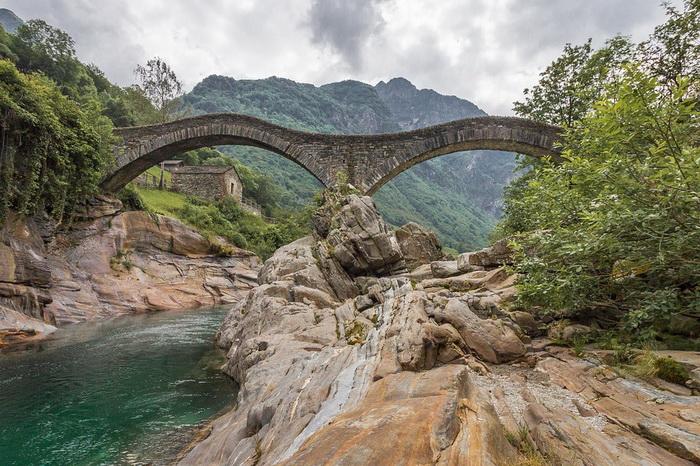 На территории Швейцарии сохранилось множество сооружений с многовековой историей