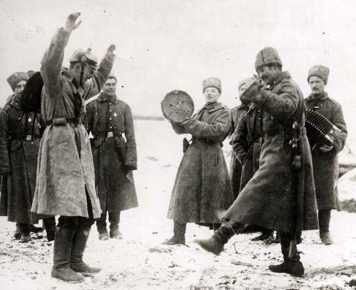 Большевики территорий не сдавали... О Брестском мире продолжают спорить до сих пор
