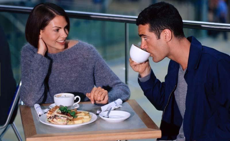 Проводить первое свидание в кафе или ресторане - большая ошибка, считают психологи. Есть варианты поинтереснее