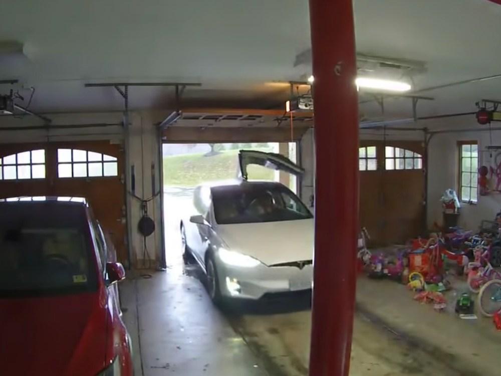 Одна дверь лишняя: почему с Tesla Model X нужно быть особо внимательным