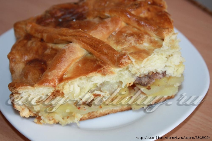 """Быстрый большой """"семейный"""" пирог с фаршем и картофелем"""