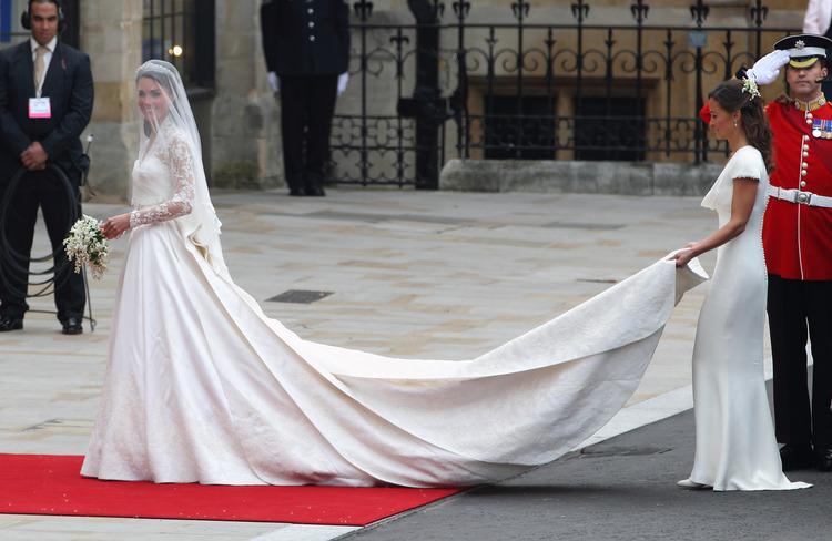 Свадебные наряды Кейт Миддлтон, Хейли Бибер и других невест, которые всегда в моде Свадьбы,Платья и кольца
