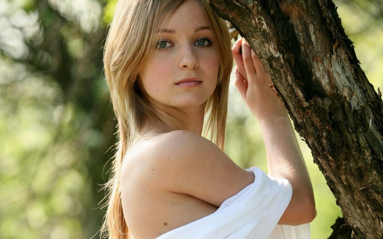 девушка красивая молодая фото