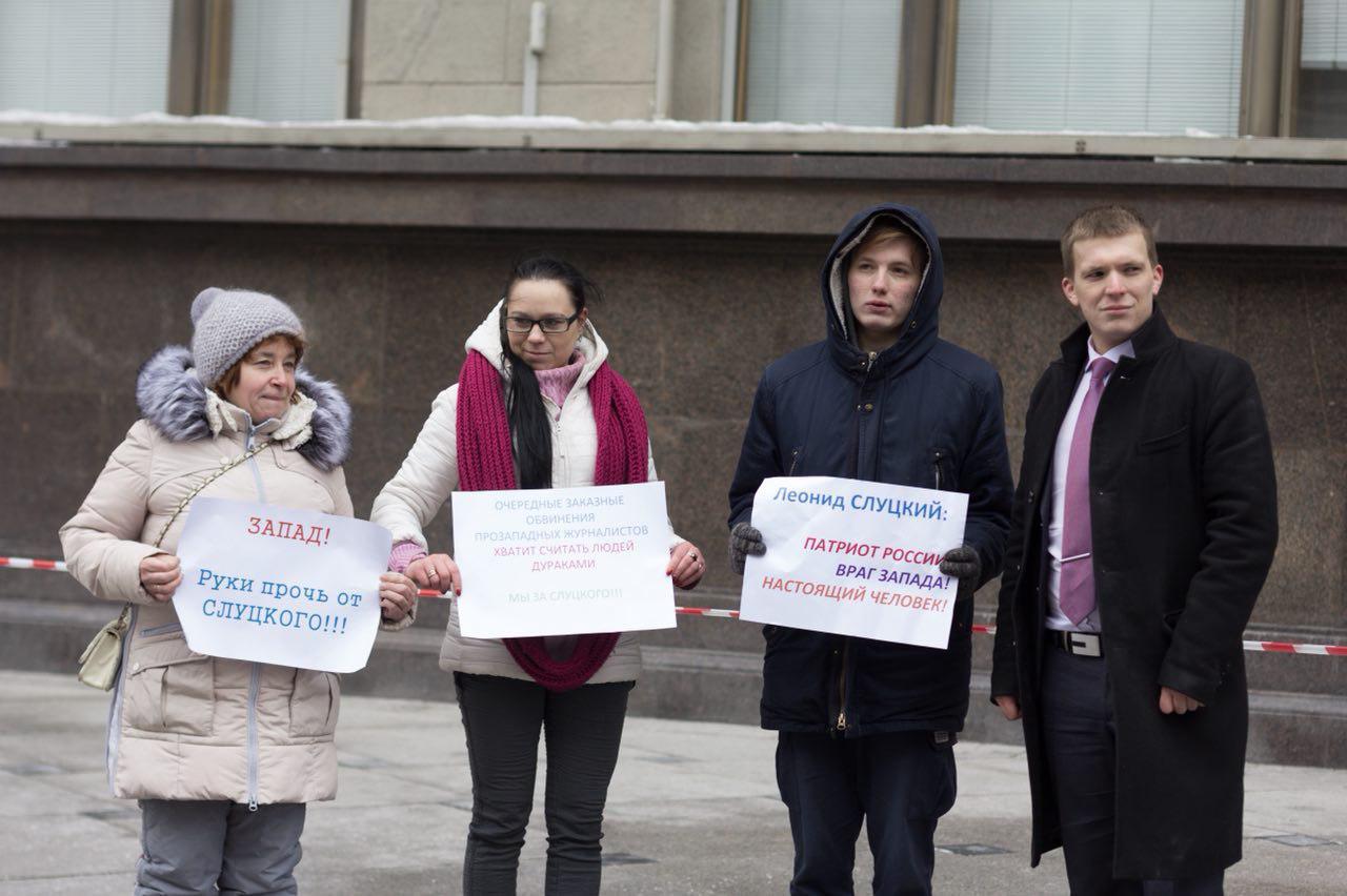 В Москве - пикеты в поддержку депутата Слуцкого