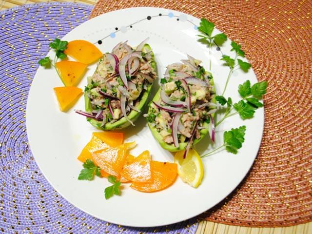 Салаты с авокадо и консервированным тунцом — простые и вкусные рецепты